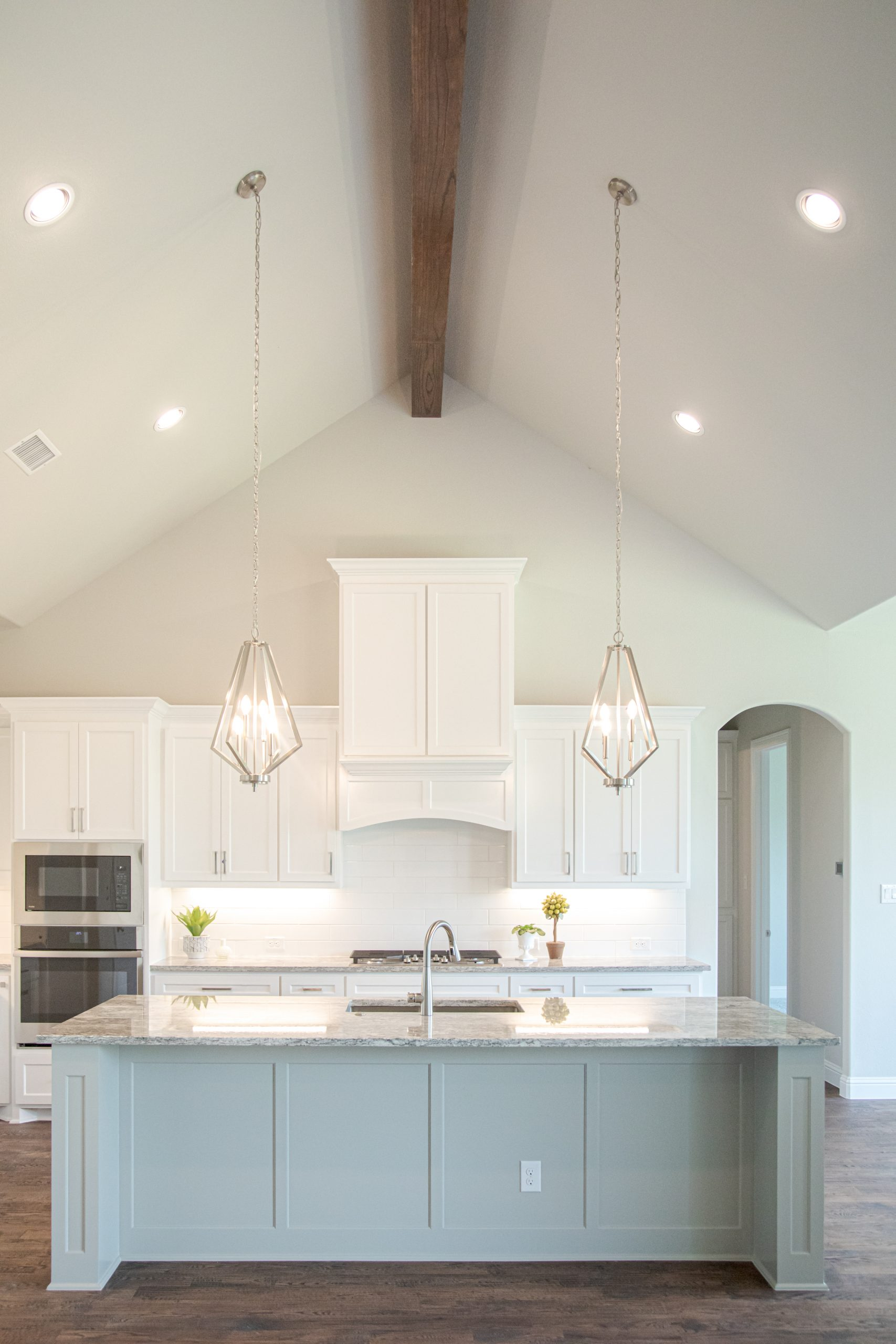 Kitchen white with high ceiling